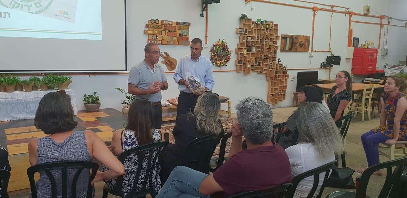 ביקור חברי וועדת איכות סביבה של מ.מ גן יבנה במרכז קיפוד בכפר סבא